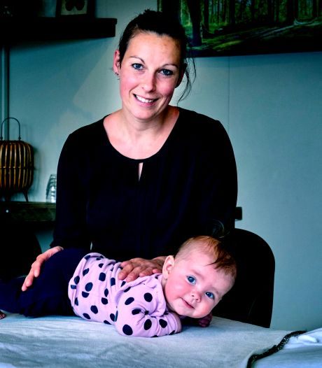 Doorslapen én een flinke poepluier na een workshop babymassage: 'Soms heb je hopeloze gevallen'