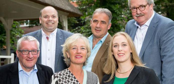 De VVD-fractie van Oisterwijk. Boven vlnr: Patrick Simons, Marc Schoenmakers en Anton van Tuyl. Onder vlnr: Con van Beckhoven, Bianca Taapken en fractievoorzitter Anne Cristien Speklé