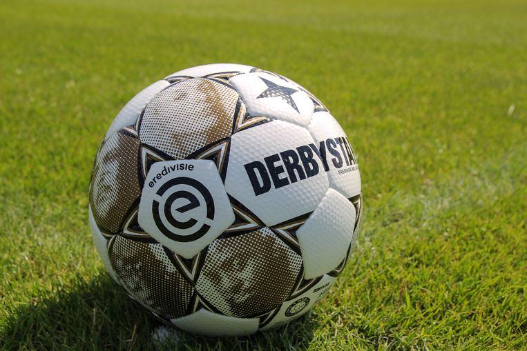 De Eredivisiebal, met de beeltenis van hiphopartiesten. Beeld Eredivisie