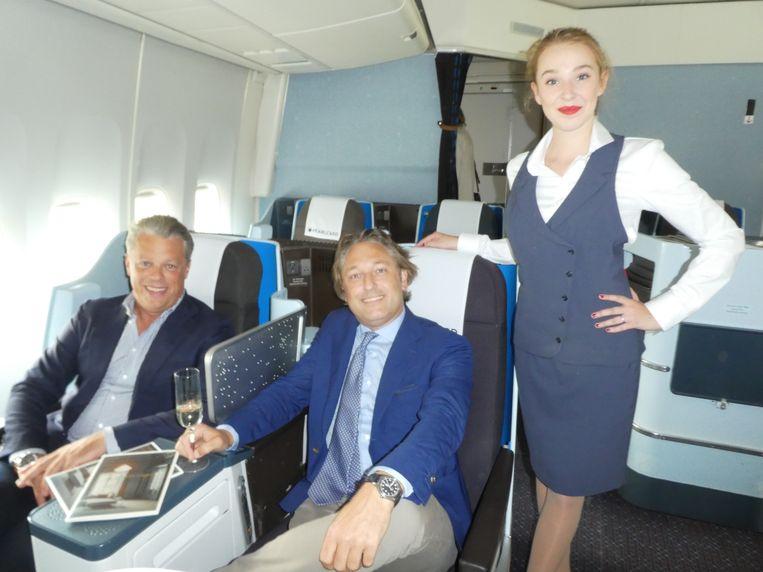 Eric van der Ven (Dumilco) en Vincent Degenaar (Zano), eventjes in de businessclass. Dante Vendeloo (Melles people):