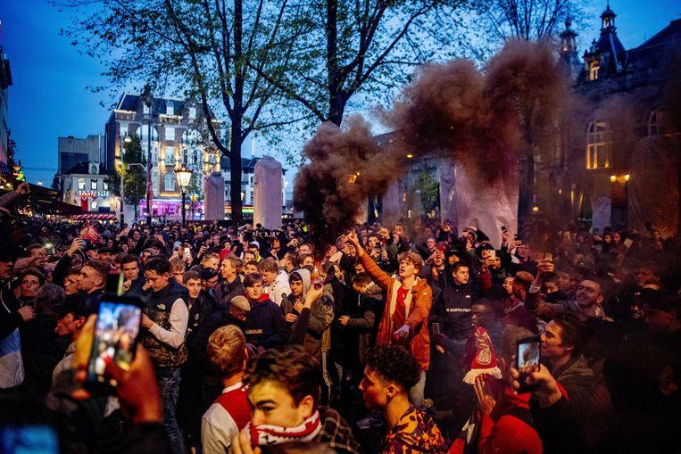 Ajaxfans vieren de 2-0 tegen Tottenham Beeld ANP