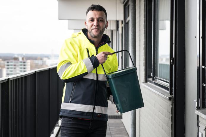 Youssef Khaldi, de nieuwe schillenboer en afvalcoach in Neerbosch-Oost.