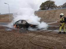 Auto uitgebrand op N34 bij Gramsbergen