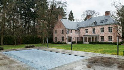 De Kempense villa van Athina Onassis staat te koop (en kost 'maar' 1,75 miljoen)