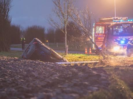 Auto in de sloot bij Poortvliet, bestuurder gewond