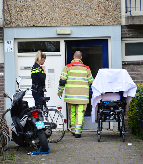 Kind (4) gewond aan voet door gereedschap