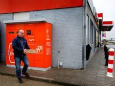 Even een pakketje uit de muur halen kan naast de A15 bij Hardinxveld-Giessendam