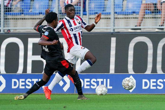 Pablo Rosario van PSV en Derrick Köhn van Willem II bij de oefenwedstrijd in augustus die in een 1-1 gelijkspel eindigde.