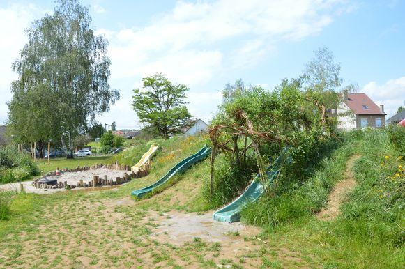 De nieuwe groene speelplaats van het KCD in Denderleeuw.