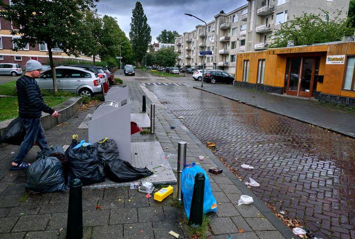 In onder meer Crabbehof is het regelmatig een bende op straat.