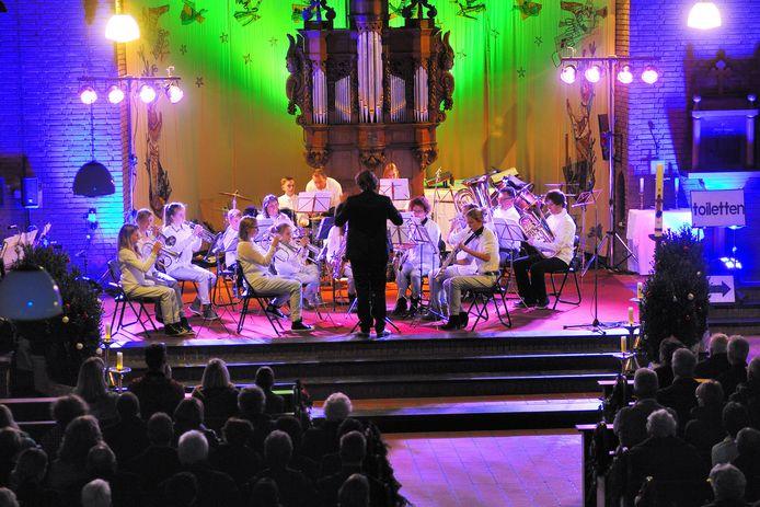 In de gemeente Rucphen worden grote concerten vaak in een kerk gegeven. Zoals hier het kerstconcert van Zanggroep Schijf en muziekvereniging KNA in de Sint Martinuskerk in 2013.