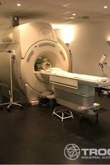 Sla je slag: je eigen MRI-scanner of röntgenapparaat uit failliet ziekenhuis
