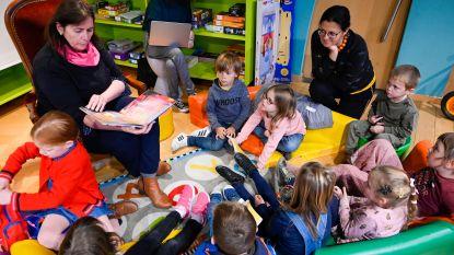 Bibliotheek start nieuwe leesgroep voor kleuters: schepen Maria Van Keer leest voor