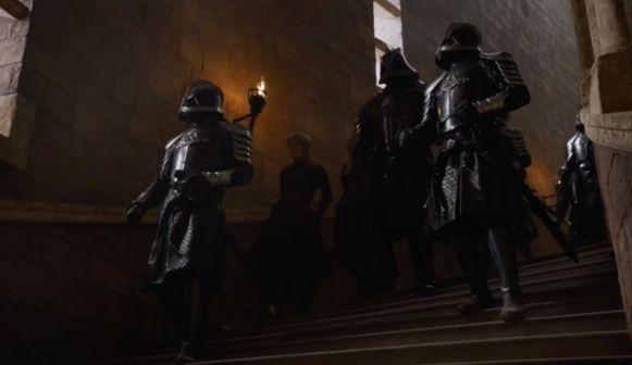 Cersei probeert te vluchten.