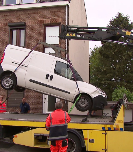 Busje dodelijke aanrijding duikt op in Heerlen en blijkt witte Opel