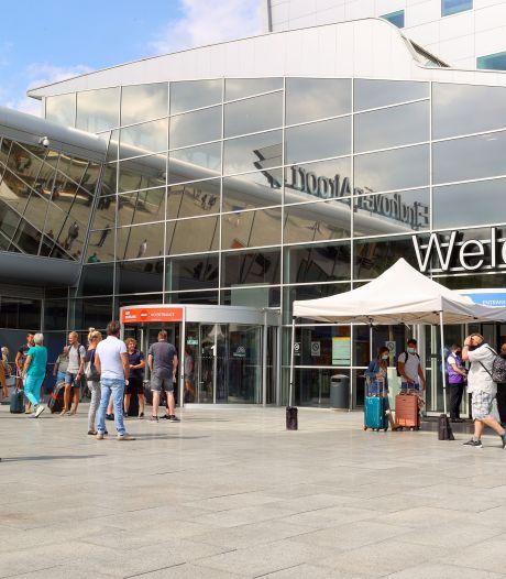 Marechaussees op Eindhoven Airport besmet met coronavirus, 25 in thuisquarantaine