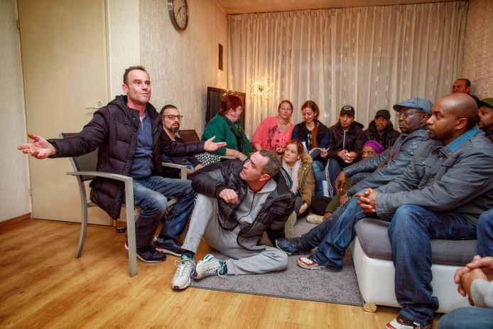 Slachtoffers in de Tilburgse chroom-6 bijeen om de regeling van de gemeente te bespreken.