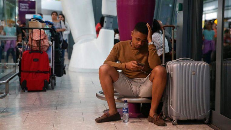 Gestrande reizigers op vliegveld Heathrow. Beeld null