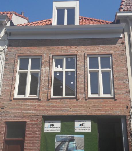 Werkzaamheden pand aan Grote Markt in Bergen op Zoom liggen stil