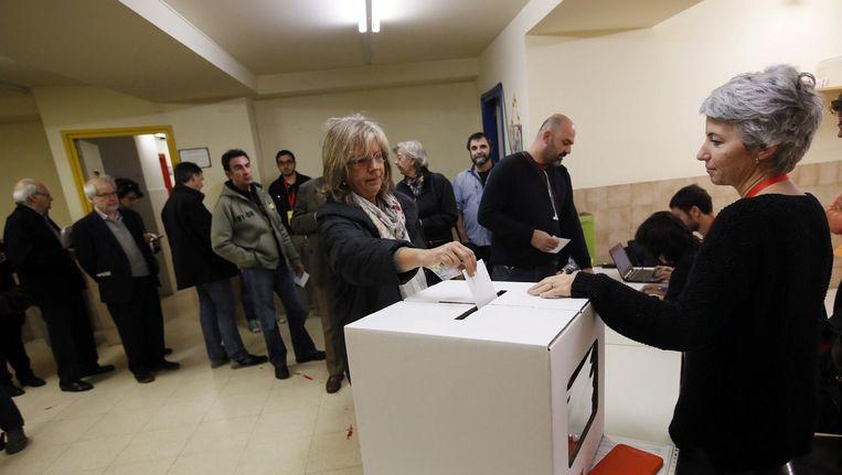 Een stembureau in Barcelona. Beeld reuters