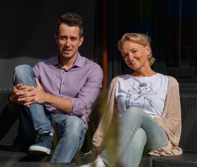 Steve van Driel en Carole Veldhuis van Independer verbeterden het werkgeluk.