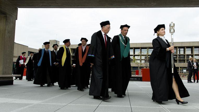 Een cortege van hoogleraren tijdens de opening van het academisch jaar op de Erasmus Universiteit. Beeld anp