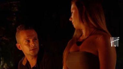 """Beschamend. Tim richt zich tot Deborah: """"Ik heb je ring mee. Ik weet niet of je hem nog wilt..."""""""