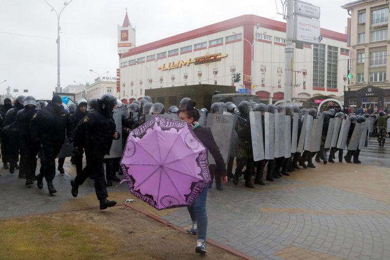 Nu Loekasjenko in eigen land weer geconfronteerd wordt met protesten tegen zijn bewind is de kans groot dat de dooi met de EU voorbijgaat en hij zich weer iets meer op Rusland oriënteert. Beeld ap