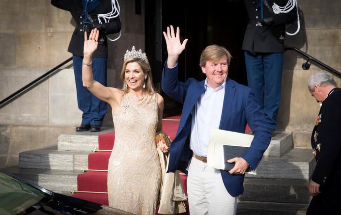 Koning Willem-Alexander en koningin Maxima arriveren bij het Paleis op de Dam voor het Corps Diplomatique diner. Foto ter illustratie
