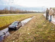 Auto belandt in sloot in IJsselstein