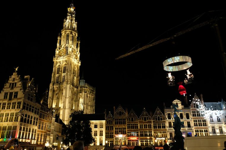 De Antwerpse kathedraal baadt voortaan in het licht van 780 ledlampjes.