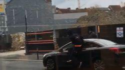 VIDEO. Parkeerwachter slachtoffer van zware verkeersagressie nadat bestuurder boete kreeg