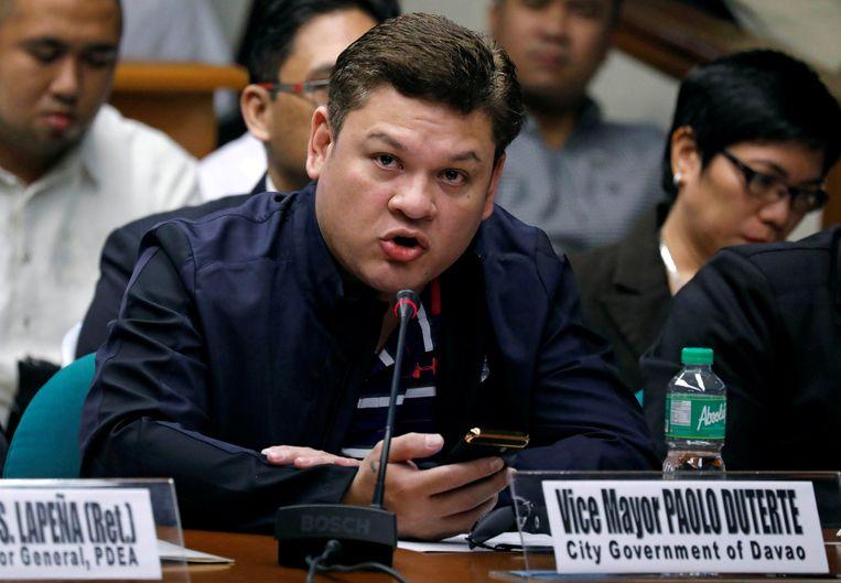 Paolo Duterte wordt wegens zijn betrokkenheid in een drugszaak ontslagen als adjunct-burgemeester van Davao, zo heeft zijn vader en president Rodrigo Duterte vandaag aanvaard.