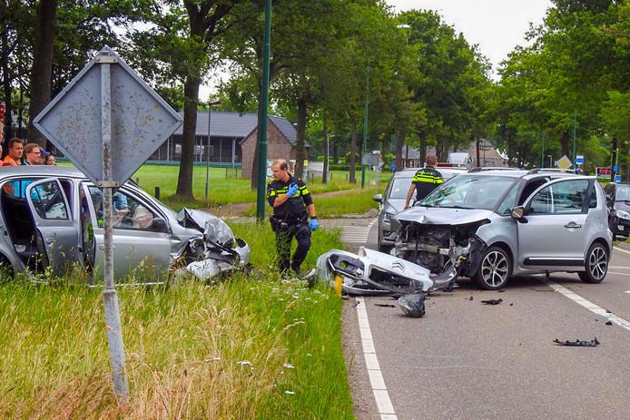 Frontale aanrijding op de Heikantsebaan in Waalre.
