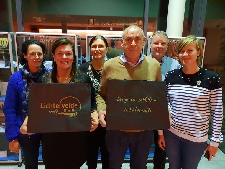 De gemeente ondersteunt lokale handelaars met een nieuwe winkelactie onder de noemer 'Doe gouden zak(k)en in Lichtervelde'.