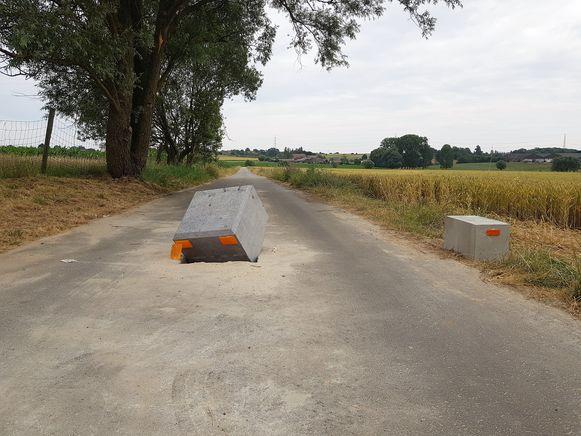 De tractorsluis op de Kiethomstraat tussen Beert en Halle werd vorige week vernield door vandalen.