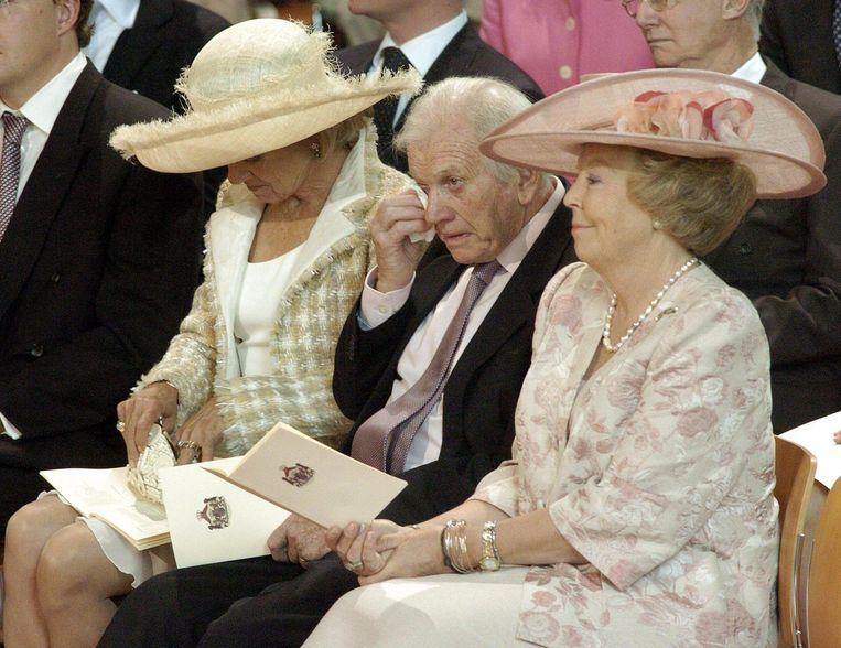 Jorge Zorreguieta naast zijn vrouw en koningin Beatrix tijdens de doopplechtigheid van prinses Amalia. Beeld anp