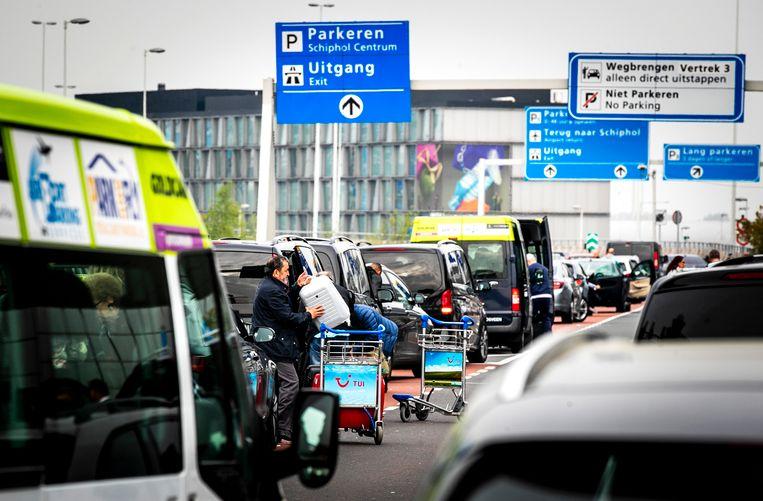 Volkskrant-lezers maken zich druk over een mogelijk parkeertarief voor de 'kiss & ride'. Beeld ANP