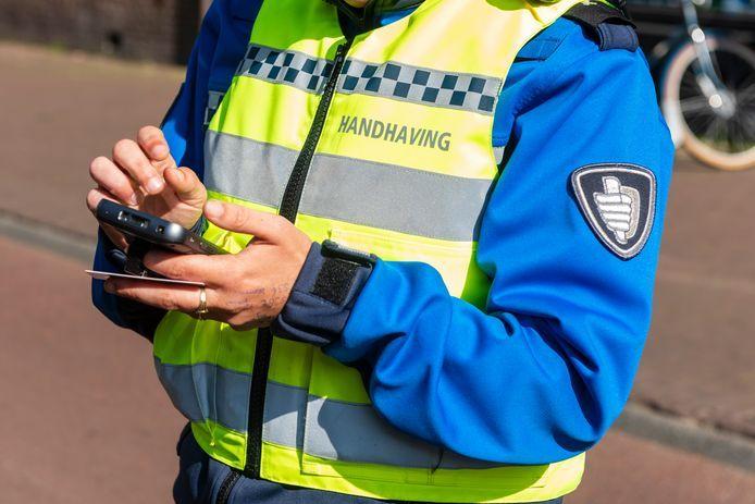 De coronaboetes zijn door het OM opgelegd op basis van processen-verbaal van de politie of van boa's.
