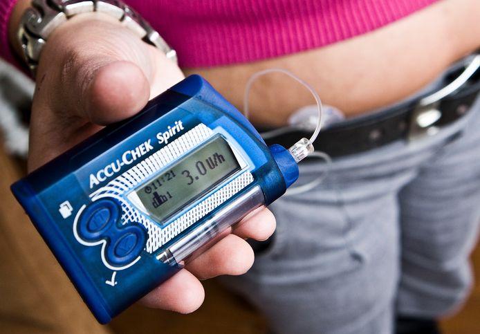 Een diabetespatiënt met een insulinepomp.