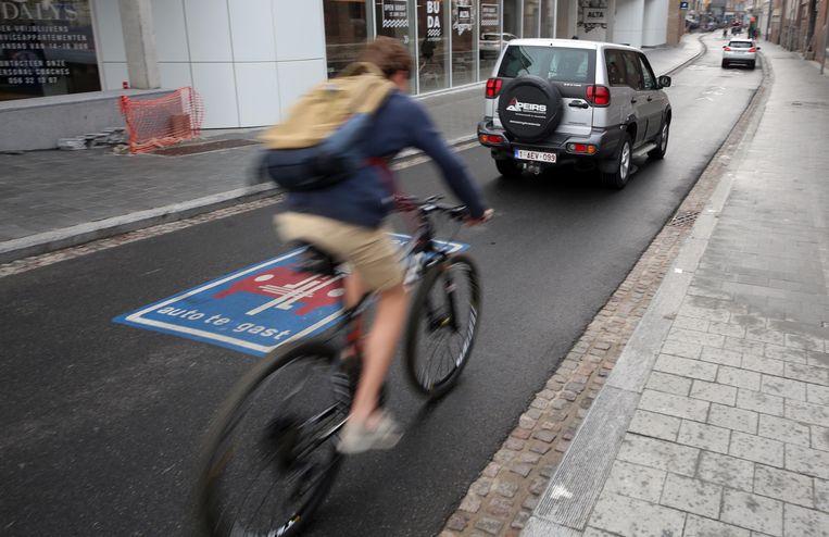 Er komen fietszones: hier een beeld in de Budastraat, de eerste fietsstraat van Kortrijk.