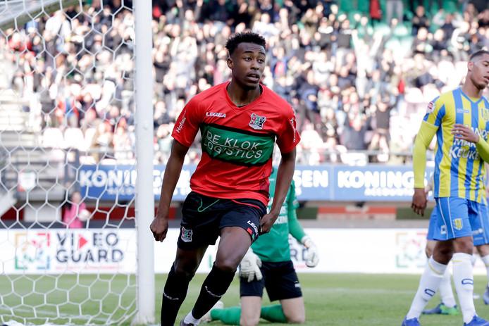 Mike Trésor Ndayishimiye van NEC Nijmegen viert een van zijn goals.