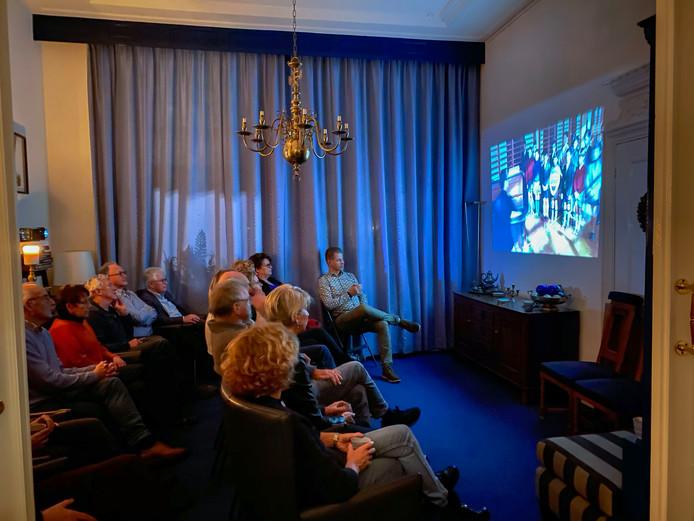 De tot bioscoop omgetoverde huiskamer van de familie Endedijk in Kampen.