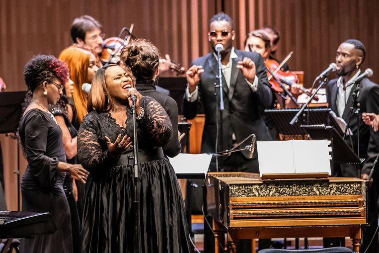 Het London Community Gospel Choir tijdens de Koorbiënnale in het Muziekgebouw aan 't IJ in Amsterdam. Beeld Melle Meivogel