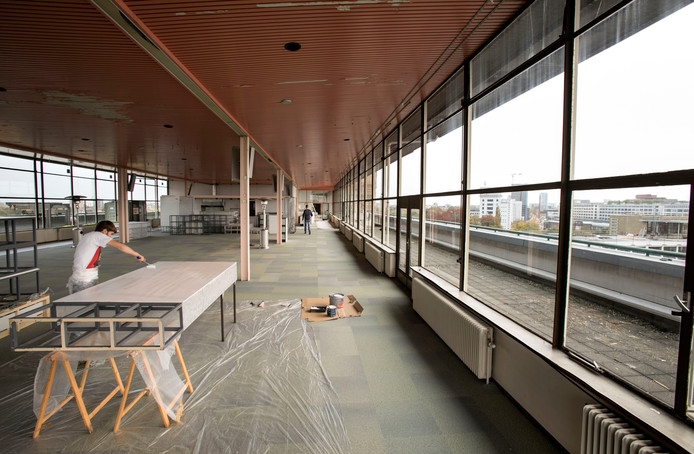 Bovenste verdieping van gebouw Strijp TQ in Eindhoven wordt klaargemaakt voor de DDW