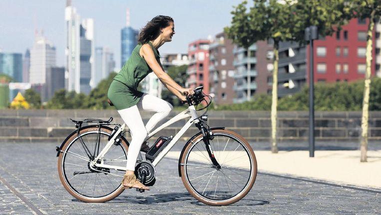 De elektrische fiets wordt nu ook aantrekkelijk voor jongeren en forenzen. Beeld