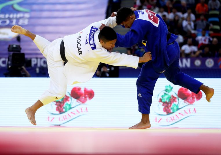 Fujiwara (wit) tegen onze landgenoot Sami Chouchi in Bakoe.