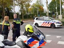 Scooter botst tegen politiewagen in Tilburg: twee vrouwen lichtgewond