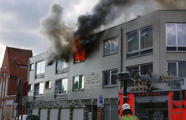 Omgevallen kaars verwoest flat | Mol | Regio | HLN