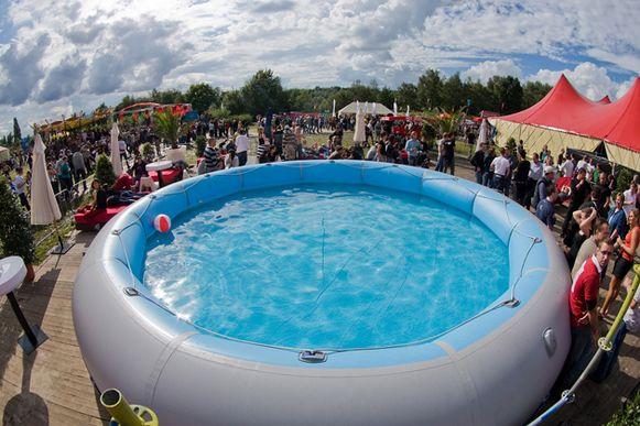 Het zwembad van de Versuz was toen nog een opblaasbaar model.
